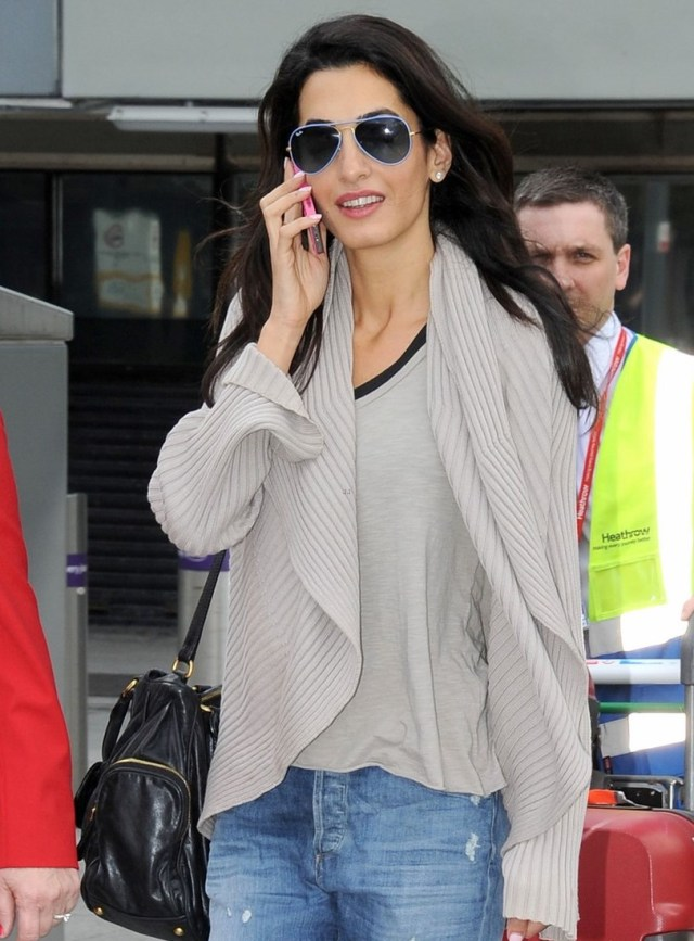 amal-alamuddin-flashing-engagement-ring-10