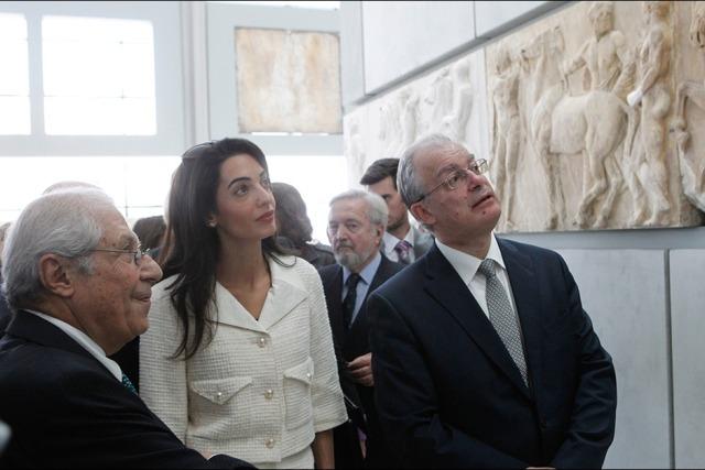 Amal-Clooney-lors-de-sa-visite-au-musee-de-l-Acropole-d-Athenes-le-mercredi-15-octobre-2014 (1)
