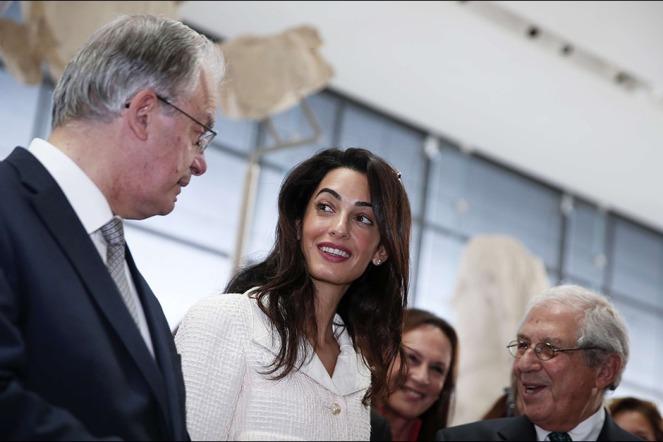 Amal-Clooney-lors-de-sa-visite-au-musee-de-l-Acropole-d-Athenes-le-mercredi-15-octobre-2014 (2)