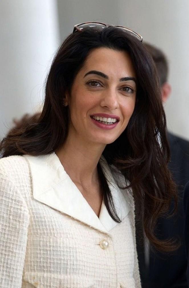 Amal-Clooney-lors-de-sa-visite-au-musee-de-l-Acropole-d-Athenes-le-mercredi-15-octobre-2014 (3)
