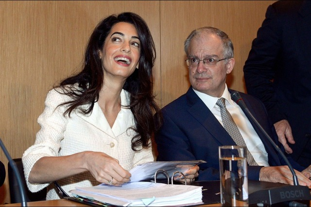 Amal-Clooney-lors-de-sa-visite-au-musee-de-l-Acropole-d-Athenes-le-mercredi-15-octobre-2014 (5)