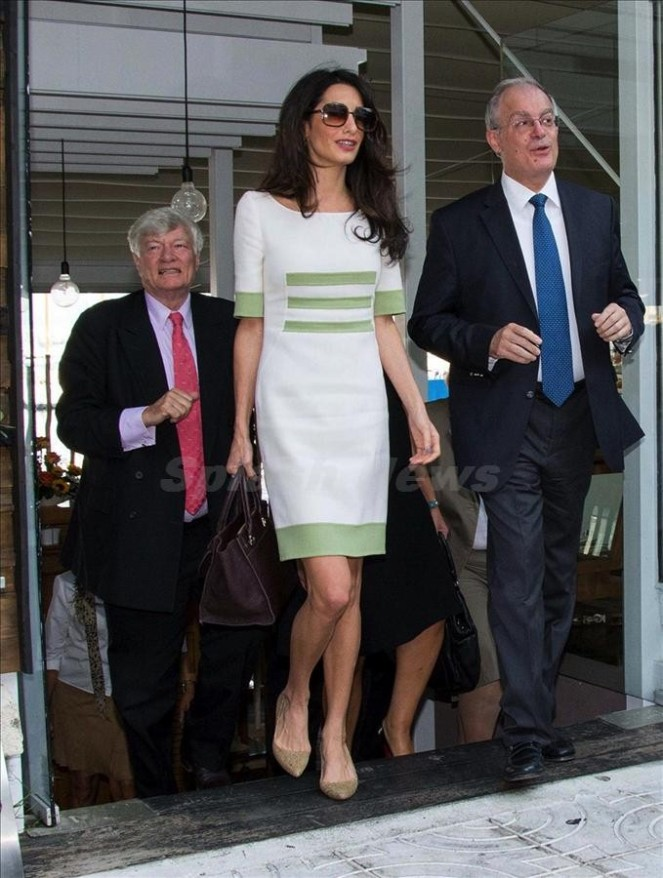 Amal Clooney goes for dinner with the Minister of Tourism, Olga Kefalogianni and the Minister of Civilisation, Konstantinos Tasoulas in Athens