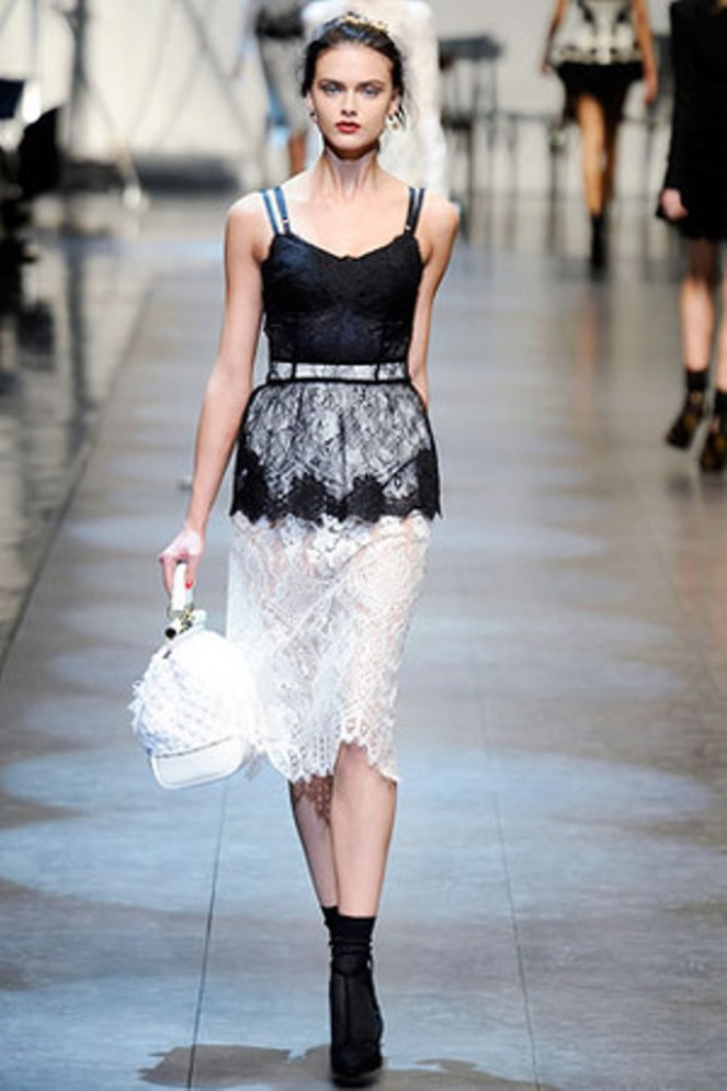dolce-and-gabbana-spring-2010-rtw-black-and-white-lace-dress-profile