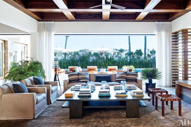 item15_rendition_slideshowHorizontal_cindy-crawford-rande-gerber-16-george-clooney-living-room