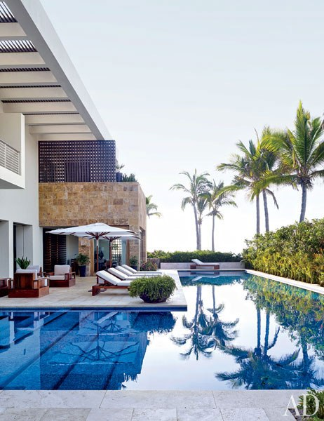item28_rendition_slideshowVertical_cindy-crawford-rande-gerber-17-pool-terrace-los-cabos