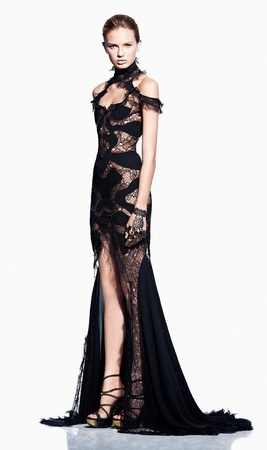 alexander-mcqueen-spring-2012-rtw-black-lace-gown-profile