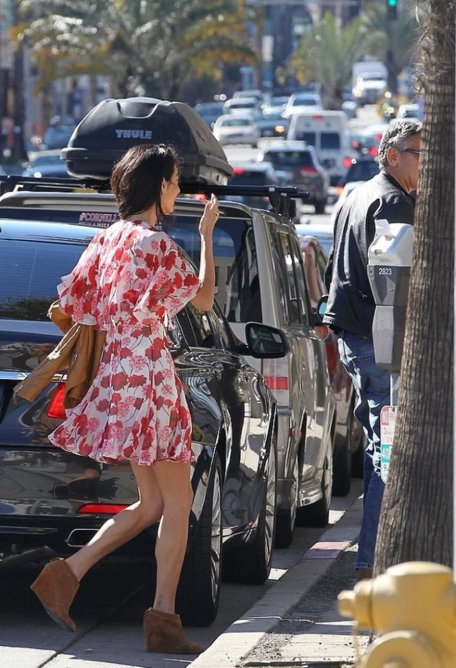Amal-Alamuddin-Running-Errands-LA-January-20154
