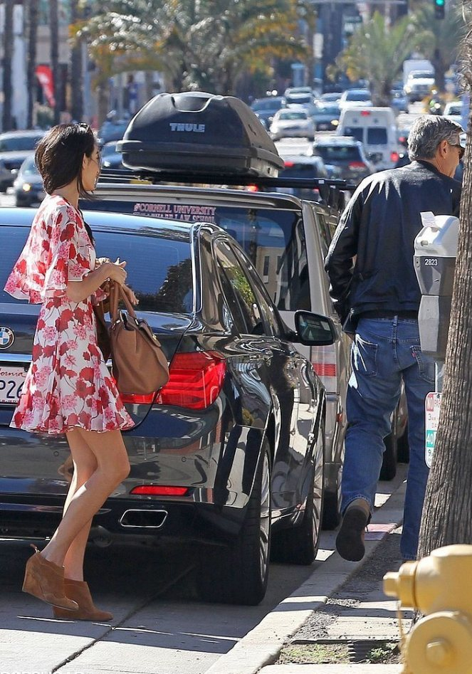 Amal-Alamuddin-Running-Errands-LA-January-20159