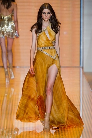 versace-spring-2013-one-shoulder-gown-profile