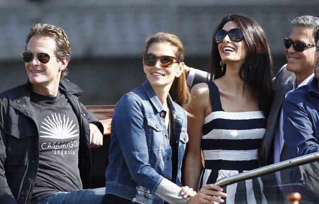 George Clooney con Amal Alamuddin a Venezia sul Canale Grande: c'è anche Cindy Crawford
