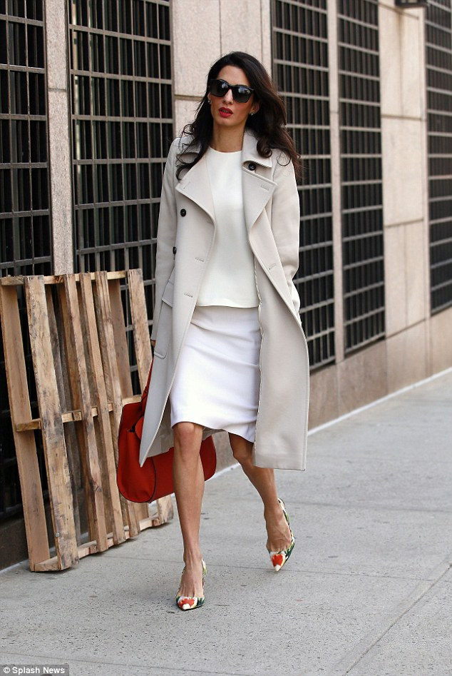 2753753500000578-3027796-International_human_rights_lawyer_Amal_Clooney_looked_summery_in-a-5_1428349052825