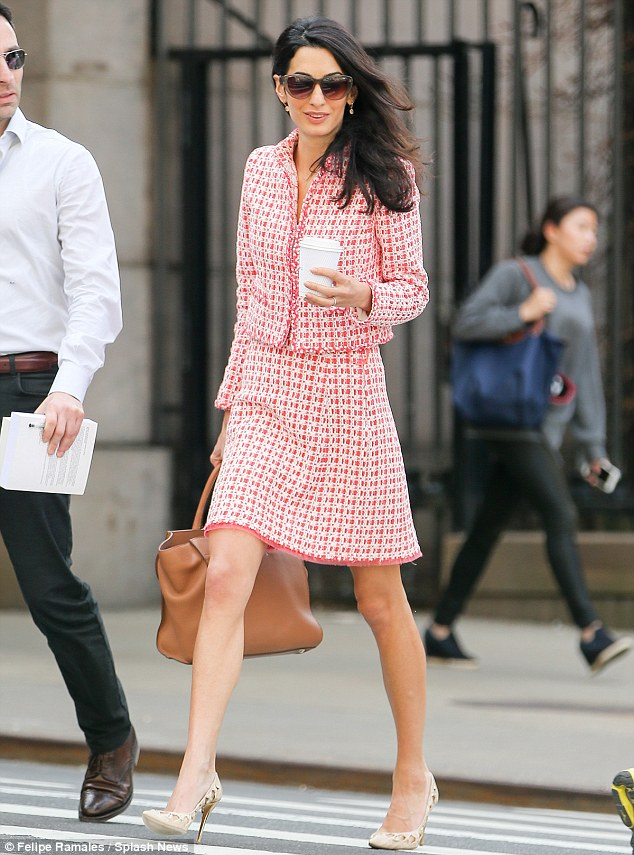 279D285000000578-3041197-Pretty_in_pink_Amal_Clooney_stunned_in_a_conservative_chic_ensem-a-23_1429159851110