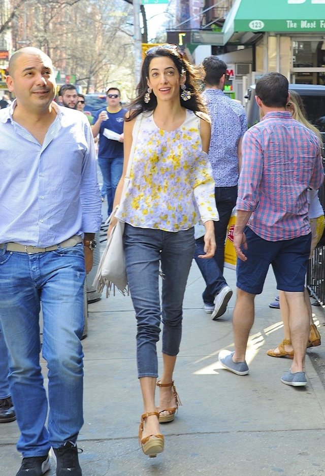 Amal-Alamuddin-Visits-George-Clooney-Money-Monster-Set (10)