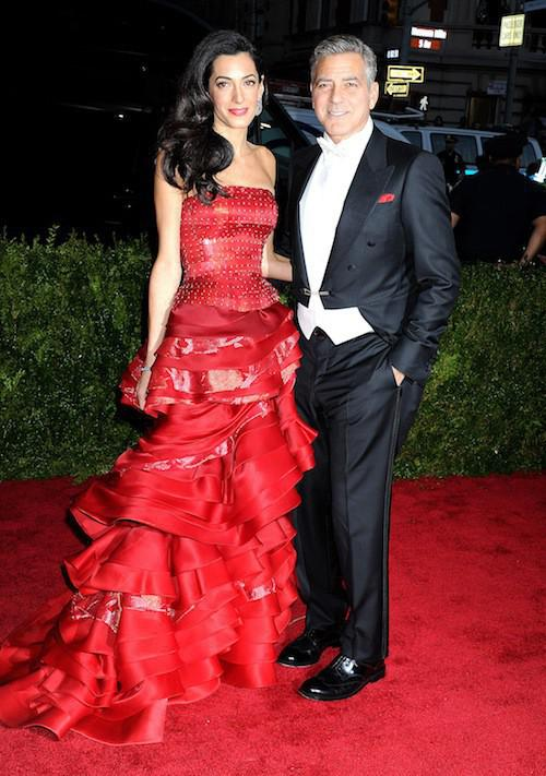 Photos-Met-Gala-2015-Amal-Clooney-amoureuse-et-engagee-elle-rehabilite-John-Galliano_portrait_w674 (8)