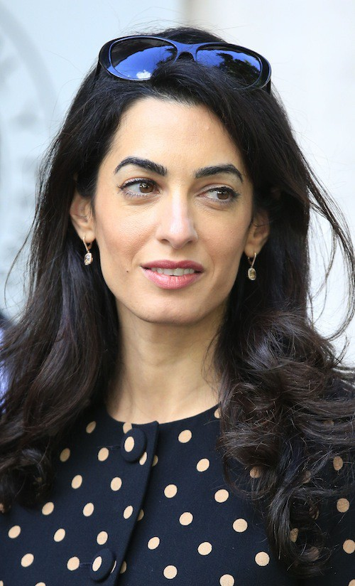 Photos-Amal-Clooney-malgre-des-traits-tires-elle-garde-la-classe_portrait_w674 (10)