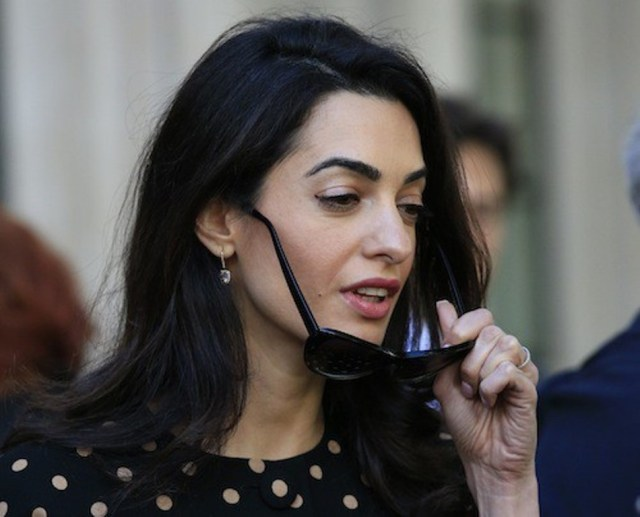 Photos-Amal-Clooney-malgre-des-traits-tires-elle-garde-la-classe_portrait_w674 (8)
