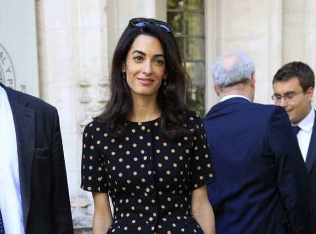 Photos-Amal-Clooney-malgre-des-traits-tires-elle-garde-la-classe_portrait_w674