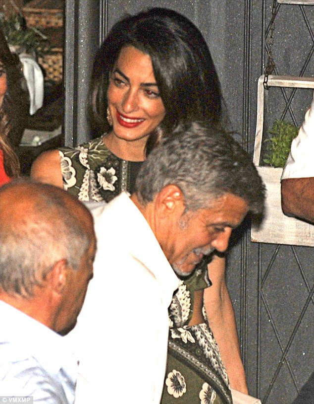 2A8ABAA800000578-3161749-Family_dinner_George_Clooney_and_wife_Amal_joined_their_parents_-m-68_1436944737263