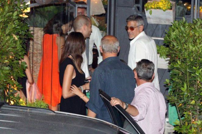 Photos-George-et-Amal-Clooney-une-actrice-americaine-s-invite-dans-leur-paradis-italien-!_portrait_w674 (1)