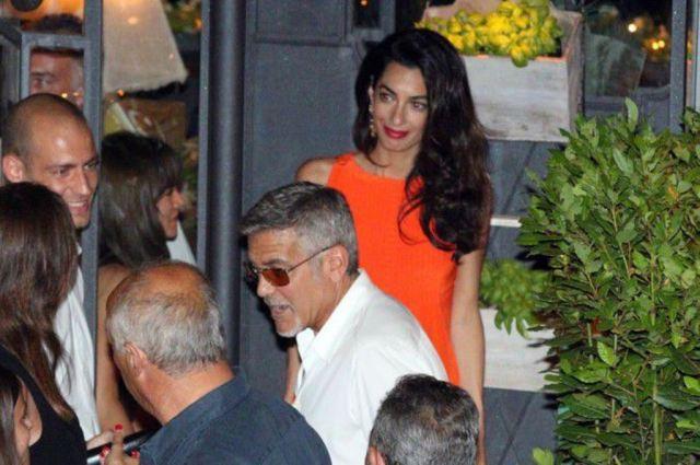 Photos-George-et-Amal-Clooney-une-actrice-americaine-s-invite-dans-leur-paradis-italien-!_portrait_w674 (2)