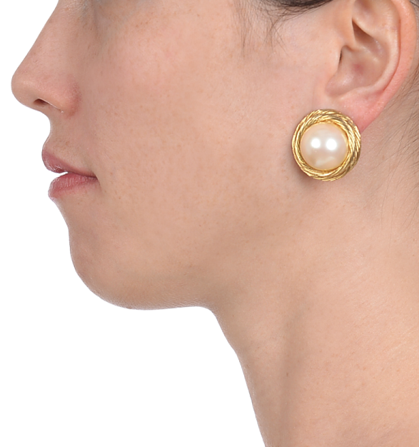 vintage jewelry_vintage givenchy pearl and twisted gold earrings_model