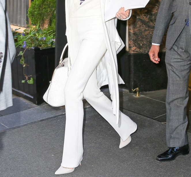 Amal-Clooney-White-Suit-April-2016 (1)