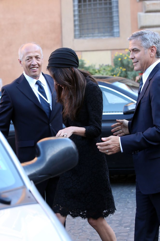 Amal-Clooney-Black-Lace-Dress-Seminary-Pope-Francis (6)