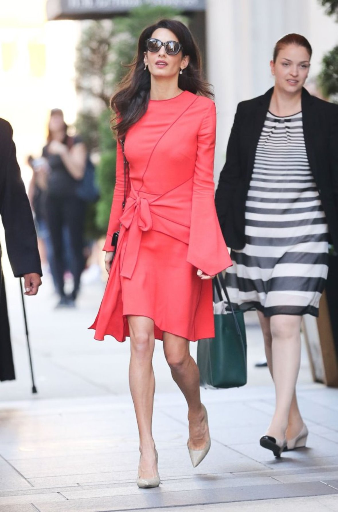 amal clooney spotted in proenza schouler leaving the carlyle hotel in new york amal. Black Bedroom Furniture Sets. Home Design Ideas